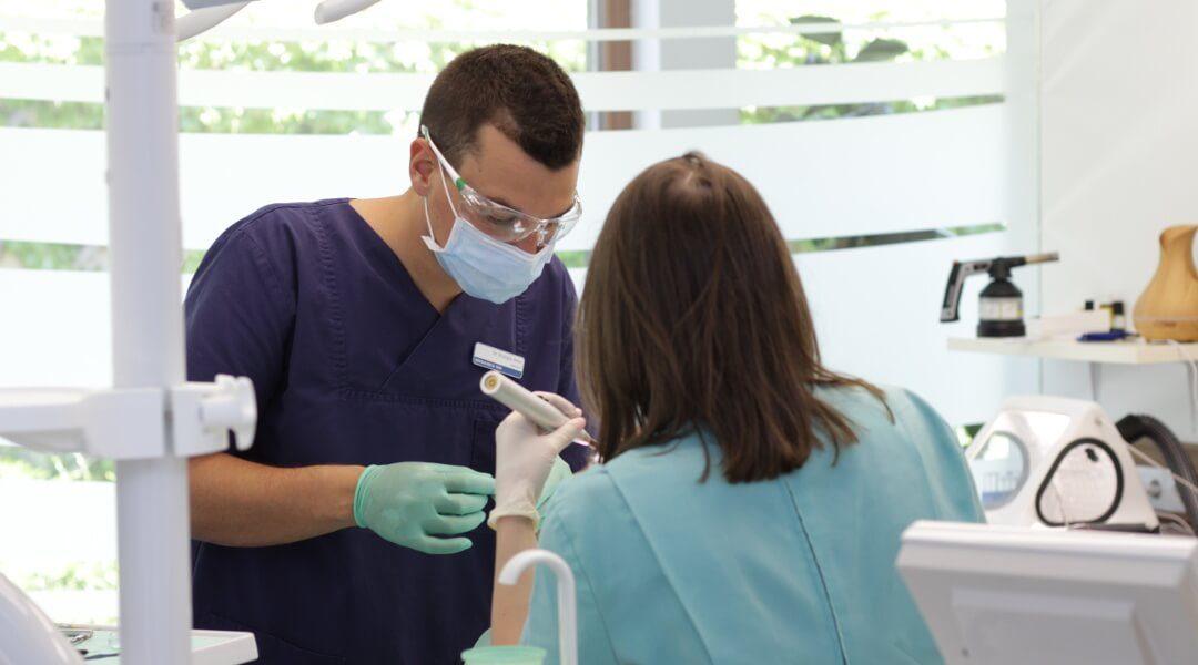Für eine Zahnbehandlung ins Ausland